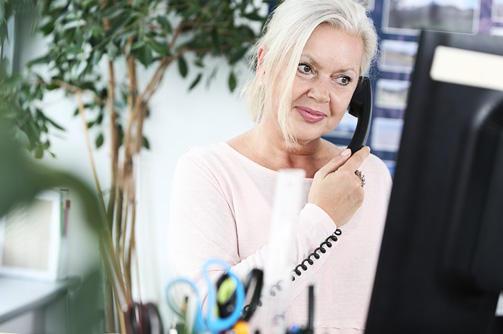 Maria Cord beim telefonieren